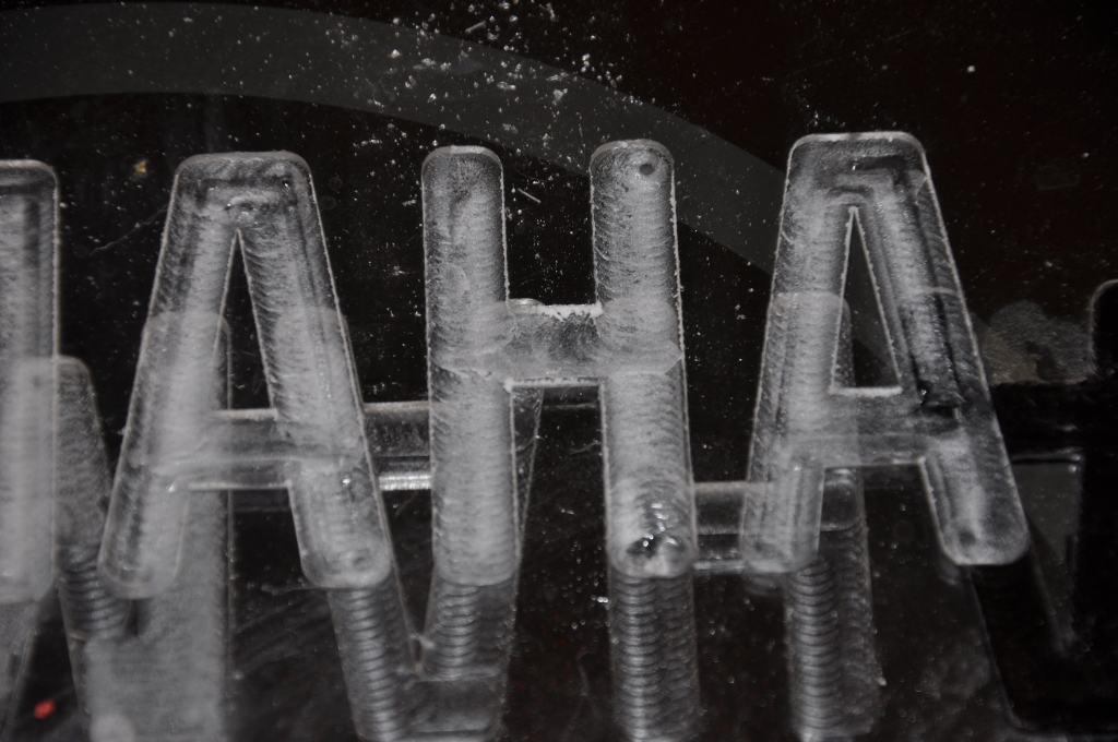 Organinio stiklo frezavimas